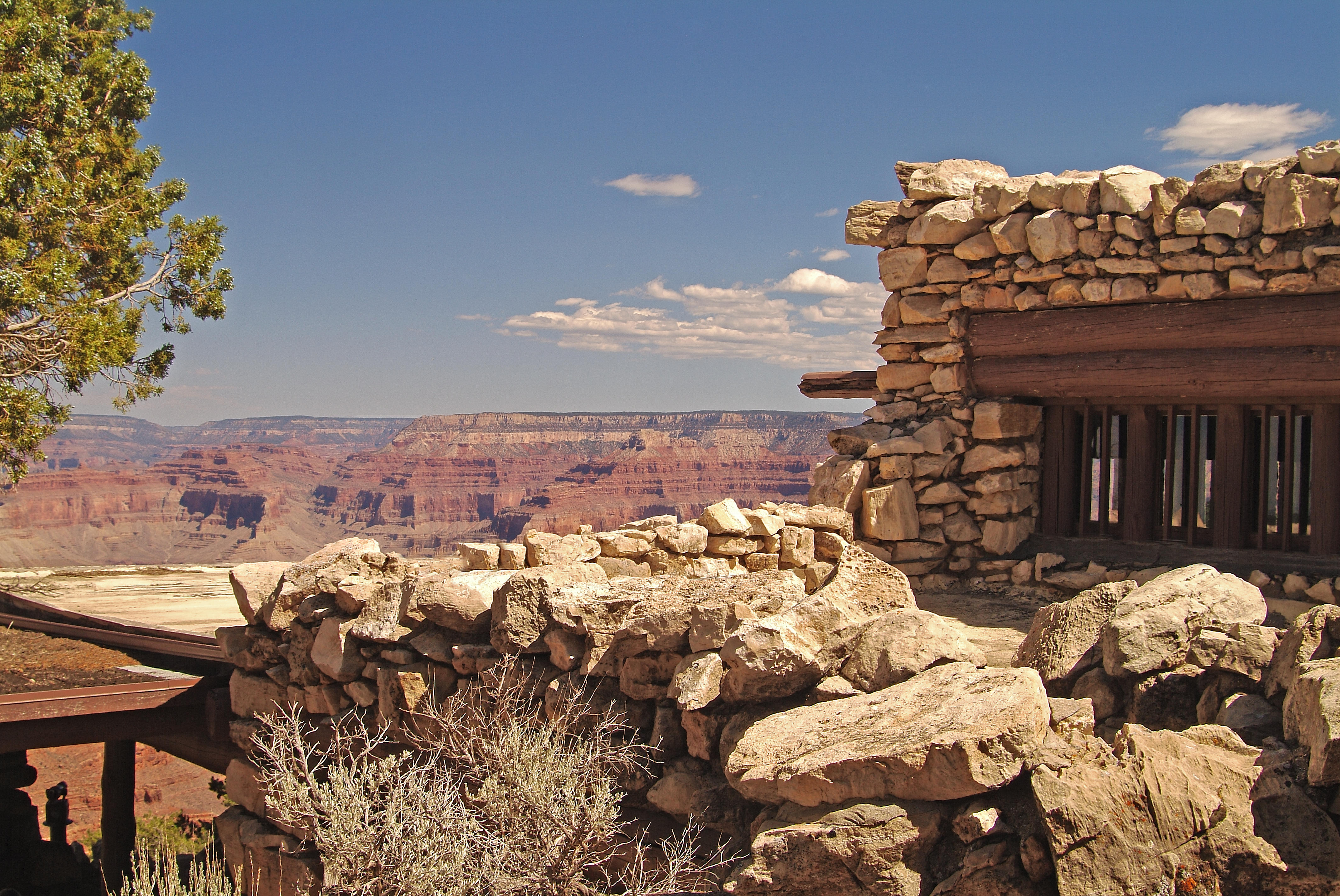 Scenic view of the canyon from Hermits Rest